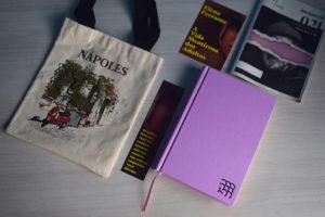 Bastidores 021: Tudo sobre o novo livro de Elena Ferrante e a caixa de junho do intrínsecos